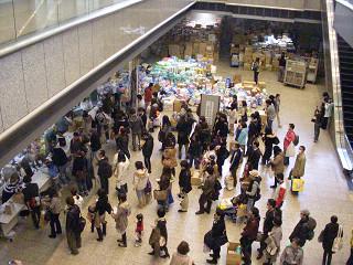 東京都へ市民の方から多くの義援物資が寄せられた。