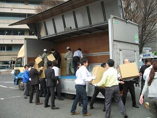岩手県、宮城県、福島県への救援物資積込