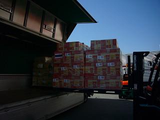 海外からの支援物資を被災地へ運ぶ