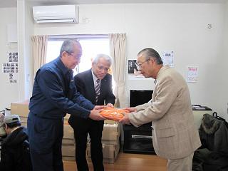 平成23年11月17日:美田園第1仮設住宅湯たんぽ贈呈式