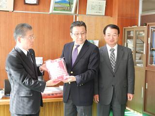 平成23年11月24日:鏡石町湯たんぽ贈呈式